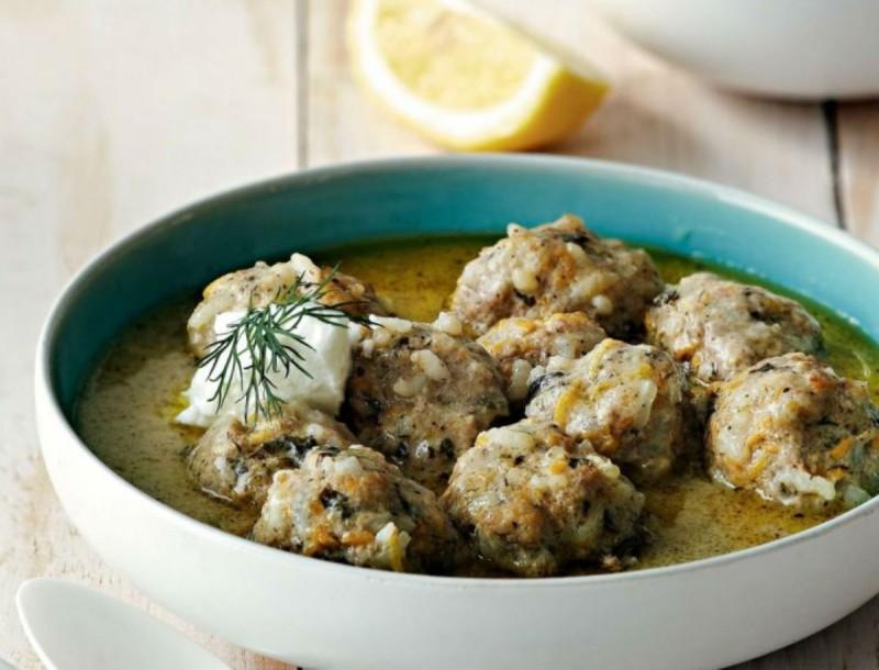 Γιουβαρλάκια με μπόλικο λεμόνι από την Αργυρώ Μπαρμπαρίγου - Η γεύση χτυπάει κατευθείαν στην καρδιά