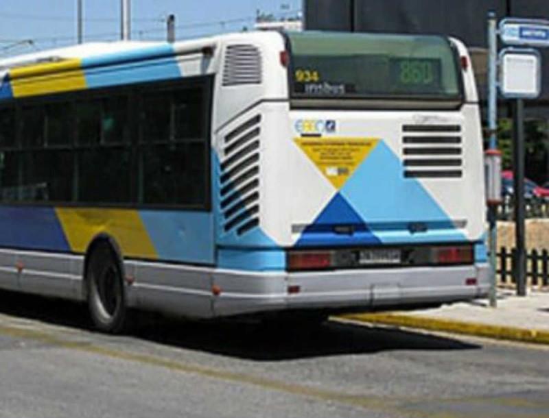 Σοκ στην Γλυφάδα - Λεωφορείο έπεσε πάνω σε στάση