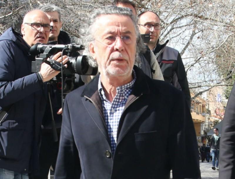 Μάκης Τριανταφυλλόπουλος: Εμφάνιση μετά από καιρό - Καταβεβλημένος στο λαϊκό προσκύνημα του Βουτσά