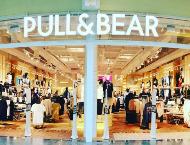 Τζιν στα Pull & Bear με μόνο 12,99 ευρώ