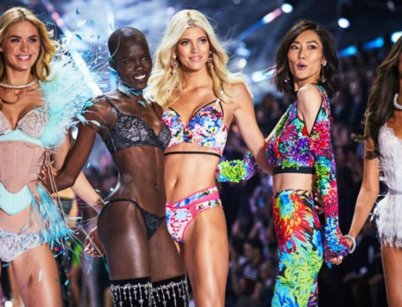 Σκάνδαλο με την Victoria's Secret: Καήκαν εκατοντάδες εσώρουχα έξω από υποκατάστημα της