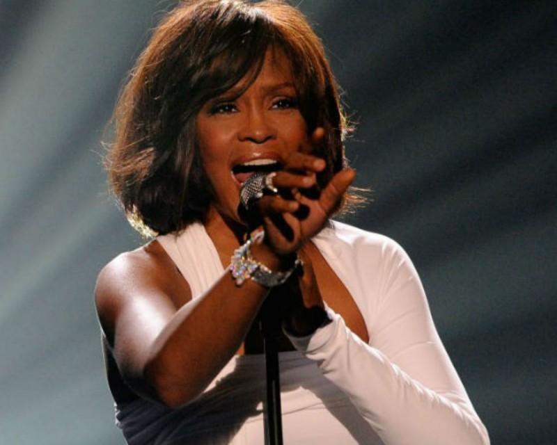 Ανατριχιάζουν οι αποκαλύψεις για το θάνατο της Whitney Houston - Της έλειπαν δόντια και κομμάτια δέρμα