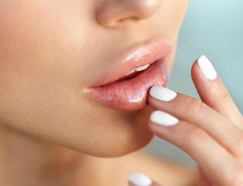 5 μυστικά για βελούδινα χείλη - Το ένα είναι με μαγειρική σόδα