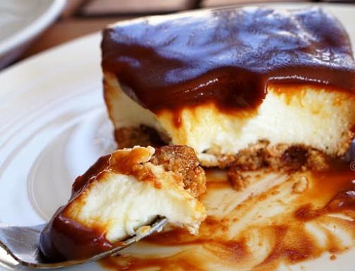 Γρήγορο γλυκό ψυγείου με 3 διαφορετικές στρώσεις - Σοκολάτα, βανίλια, καραμέλα