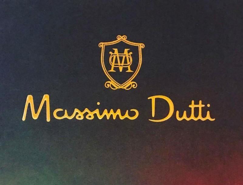 Λίγα κομμάτια από αυτή την μοναδική ολόσωμη φόρμα στα Massimo Dutti