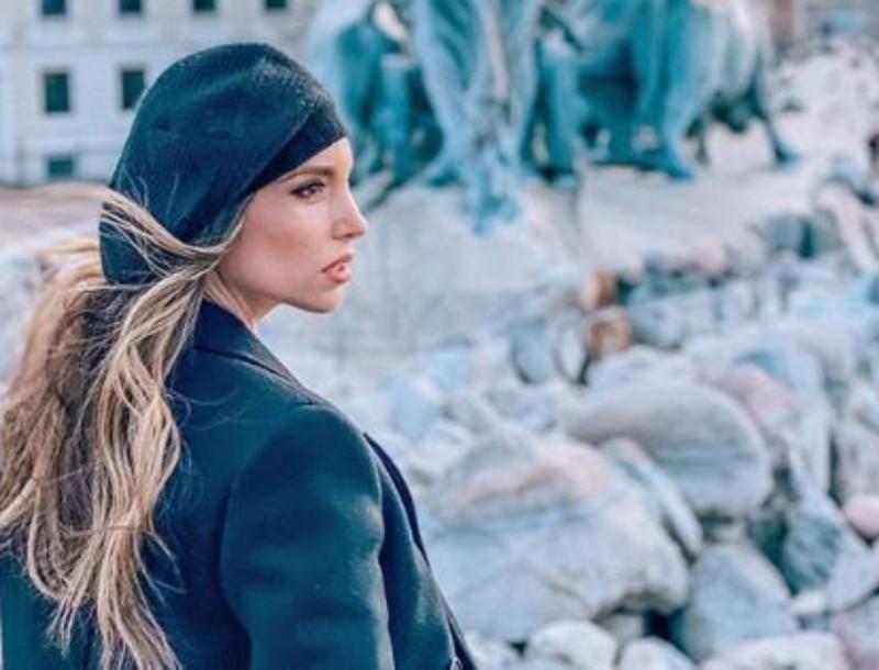 Η Αθηνά Οικονομάκου έβαλε παλτό στο πιο δύσκολο χρώμα - Λίγες το τολμούν, αλλά πήρε 10άρι