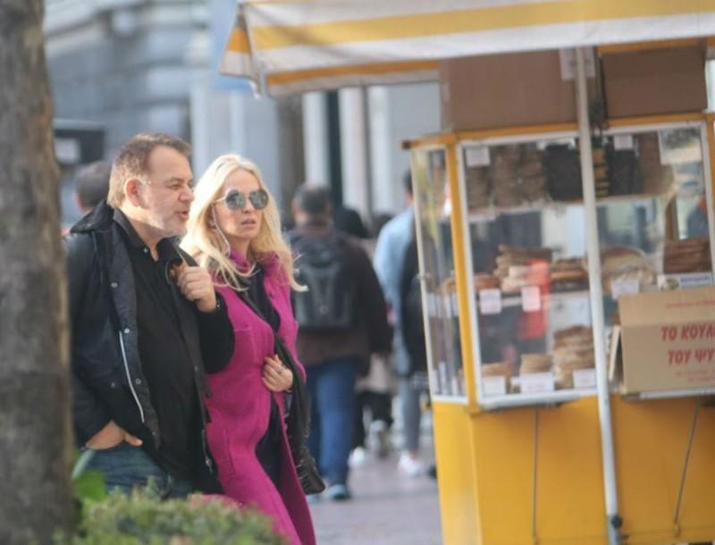 Η Μαρί Κωνσταντάτου βόλτα στο κέντρο της Αθήνας με τον Γιάννη Κέντ
