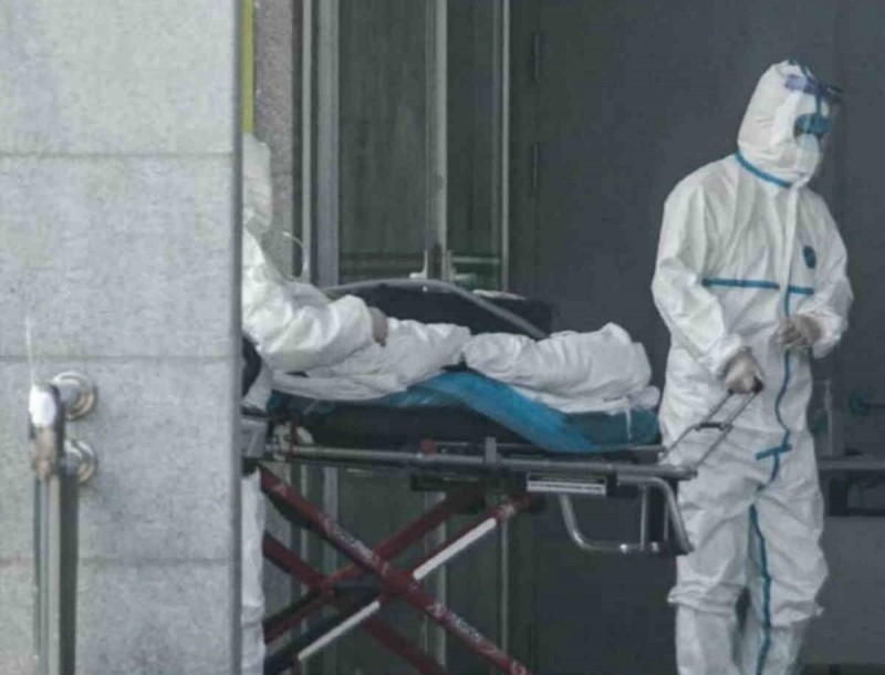 Κορωνοϊός: Τι λένε οι ειδικοί για τον πρώτο θάνατο στην Ελλάδα;