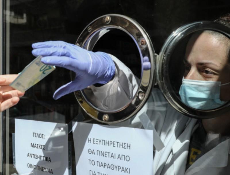 Κορωνοϊός: Ανέβασαν τις τιμές στις μάσκες και δεν μπορούν να τις προμηθευτούν τα φαρμακεία