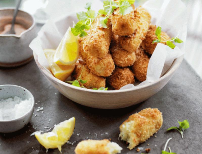 Νηστεύεις και δεν ξέρεις τι να φας; Φτιάξε κροκέτες από καβούρι και πατάτα με ταραμοσαλάτα!