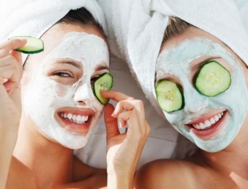 2 Σπιτικές μάσκες με μέλι και μαγειρική σόδα για να λάμπει το πρόσωπό σου