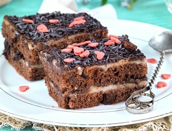 Πάστα ψυγείου με κέικ σοκολάτας και τρούφα