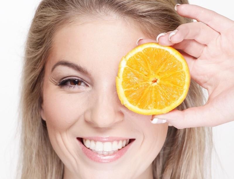 Εξαφάνισε τα σπυράκια από το πρόσωπό σου με μια φλούδα πορτοκάλι