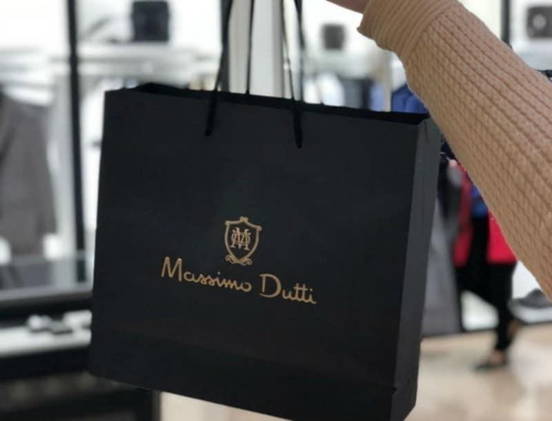 Σε 3 απίστευτα χρώματα βγαίνει η δερματική pouch τσάντα των Massimo Dutti