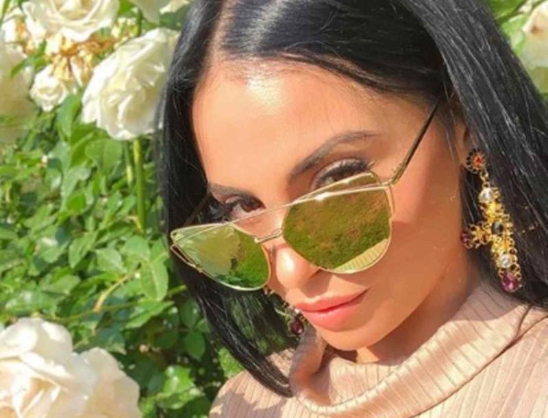 Ατελείωτη Δήμητρα Αλεξανδράκη - Κοιμήθηκε και πάλι στο live της