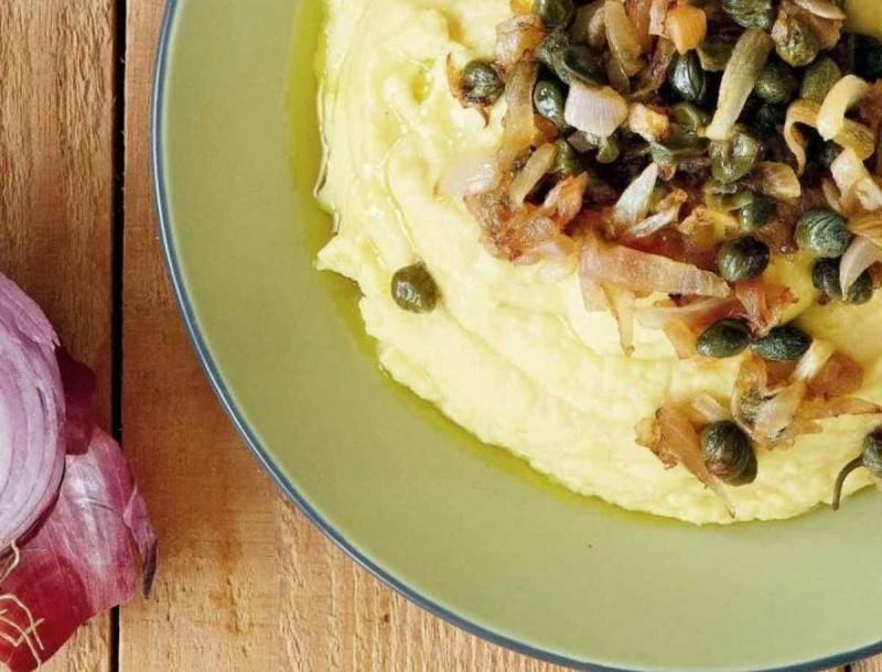 Φάβα με καραμελωμένα κρεμμύδια και μπόλικο λεμόνι από την Αργυρώ Μπαρμπαρίγου