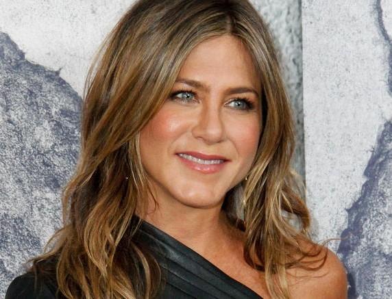 H Jennifer Aniston συγκινεί - Το δώρο που έκανε σε νοσοκόμα με κορωνοϊό