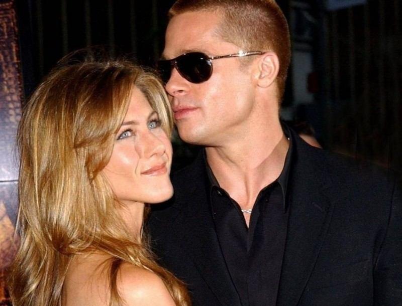 Jennifer Aniston:Δεν φαντάζεστε πόσο έκανε για να την ρίξει στο κρεβάτι ο Brad Pitt - Τον έψησε!