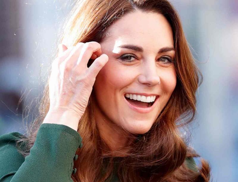 Φρενίτιδα με τα χρυσά σκουλαρίκια της Kate Middleton