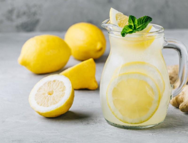 Τι είναι καλύτερο για την υγεία τελικά; Το μηλόξυδο ή το νερό με λεμόνι;