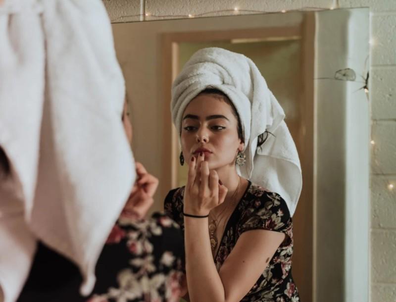 2+1 μυστικά για να κάνεις το πρόσωπό σου να λάμπει από ομορφιά