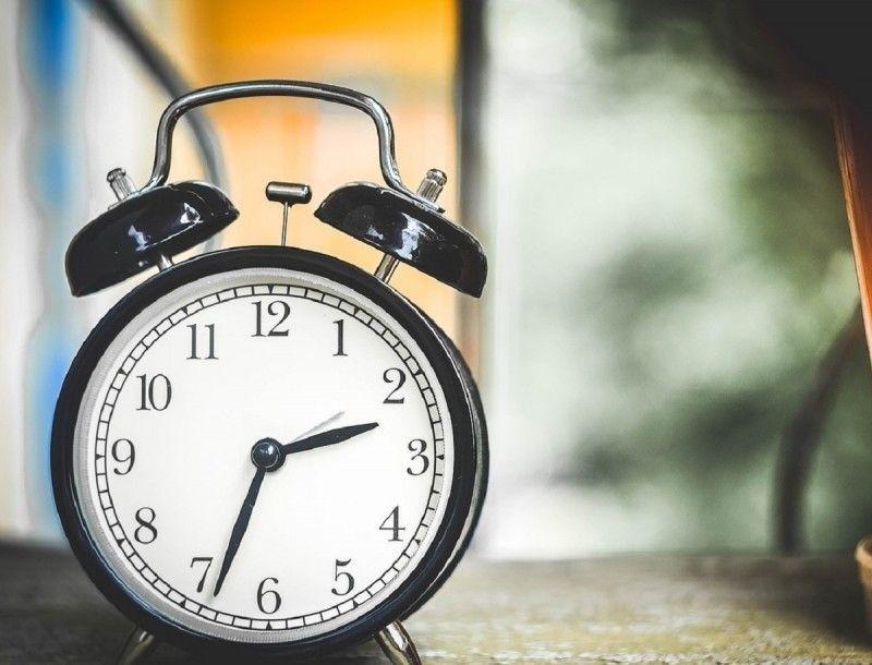 Αλλάζει η ώρα - Πότε γυρνάμε τους δείκτες του ρολογιού;