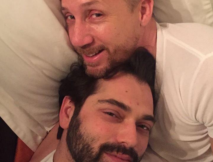 O Δαυίδ Σαμαράς και ο σύζυγός του αποκαλύπτουν την τραγική κατάσταση που επικρατεί στην Αμερική λόγω πανδημίας