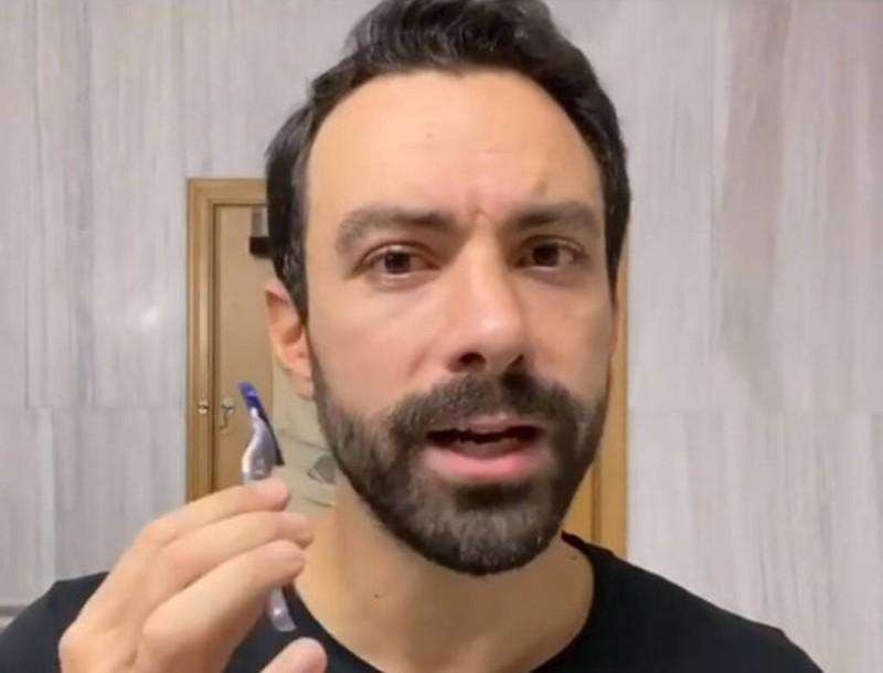 Ο Σάκης Τανιμανίδης ξυρίστηκε σε απευθείας μετάδοση στο Instagram!
