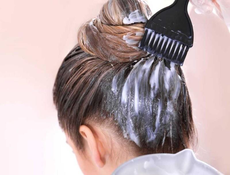 Τα μυστικά που πρέπει να γνωρίζεις για να βάψεις τα μαλλιά στο σπίτι