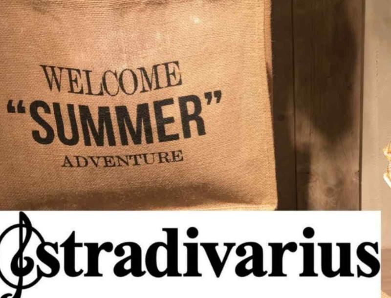 Θα λατρέψεις αυτό το μαβί φόρεμα των Stradivarius με τα φουσκωτά μανίκια
