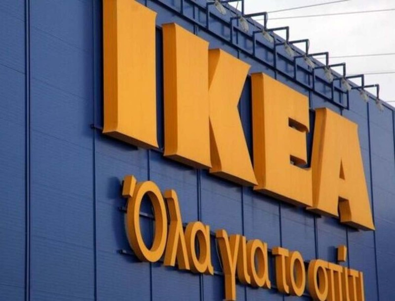 ΙΚΕΑ: Κάτω από 200 ευρώ έπεσε η τιμή σε αυτό το κατακόκκινο κάλυμμα για τον καναπέ