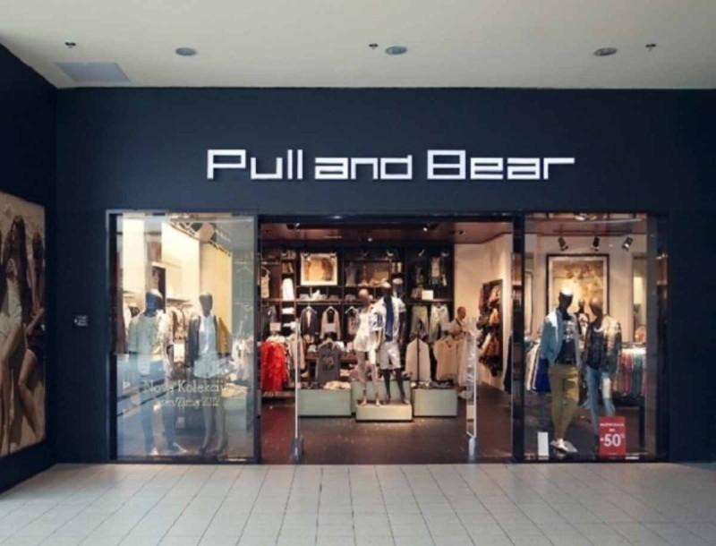 Ιδανικό για τις διακοπές σου το μίνι φλοράλ φόρεμα από τα Pull&Bear