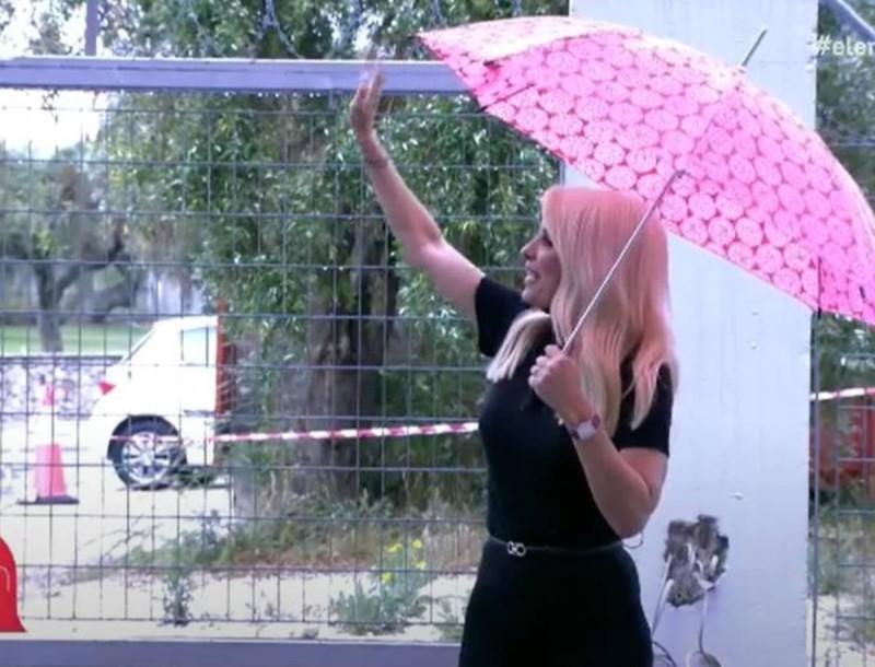 Ελένη - Αδιανόητο: Παράτησε την εκπομπή και βγήκε εκτός studio - Ποιος ο λόγος