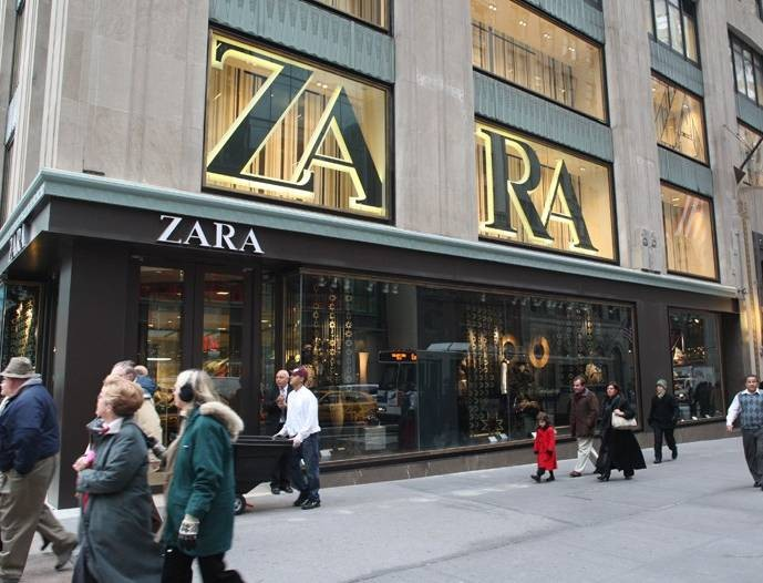 Φρενίτιδα με αυτό το ξεχωριστό τζιν τσαντάκι από τα Zara