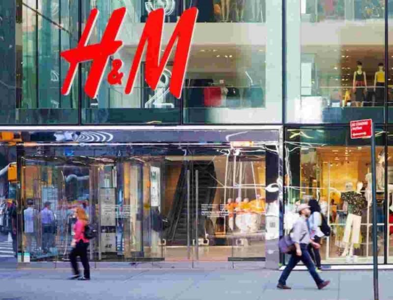 Δυο ολόσωμα μαγιό από τα H&M που είναι το trend του καλοκαιριού - Τιμές σοκ
