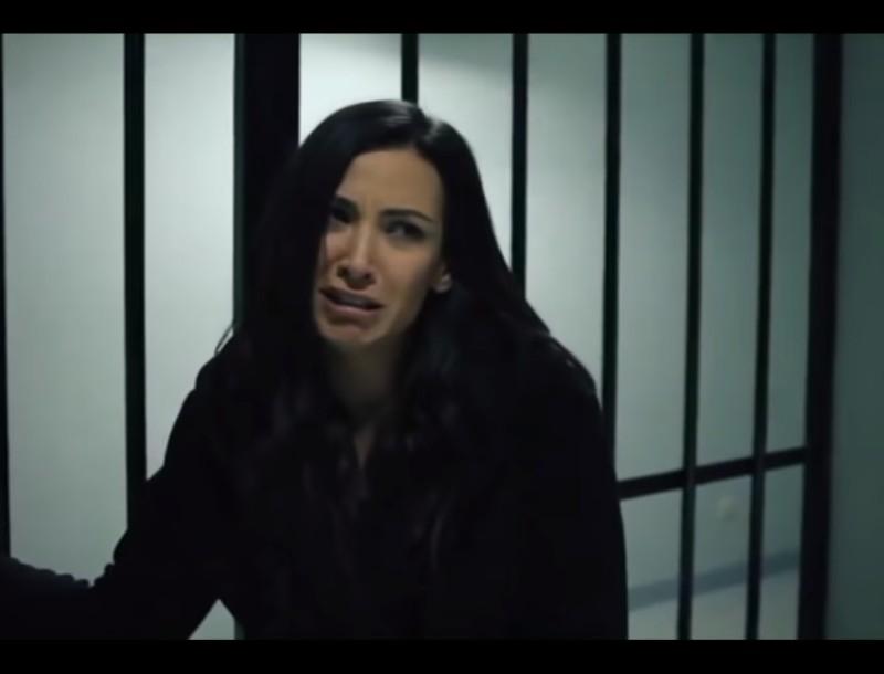 Elif: Η Αρζού ένα βήμα πριν το τρελοκομείο - Βλέπει οράματα στη φυλακή