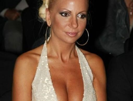 Στέλλα Μπεζαντάκου: