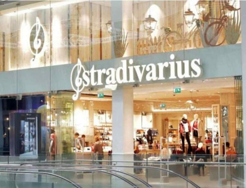 Η ροζ βερμούδα με πιετες των Stradivarius θα κάνει... χαμό το καλοκαίρι