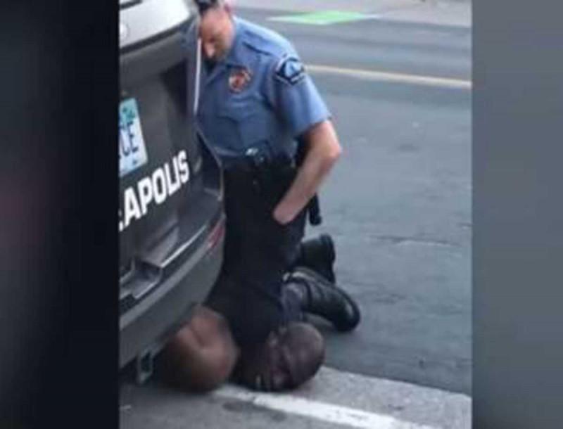 Τζορτζ Φλόιντ: Στο δικαστήριο ο αστυνομικός που κατηγορείται για τον φόνο του