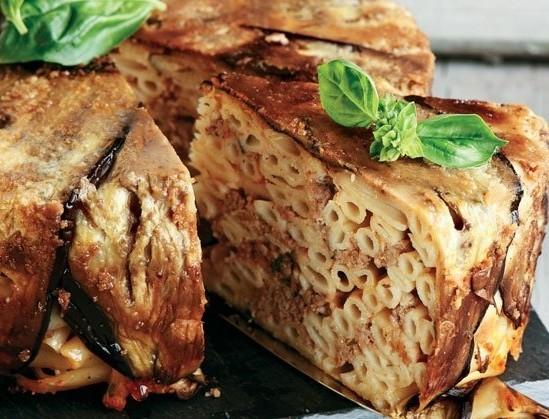 Η συνταγή που βαθμολόγησε με 5 αστέρια το διαδίκτυο: Μακαρονόπιτα με φρυγανιά και ελαιόλαδο από την Αργυρώ Μπαρμπαρίγου