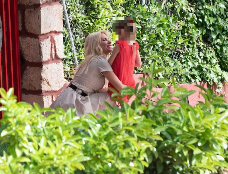Ελένη Μενεγάκη: Κάμερες έξω από το σχολείο της μικρής Μαρίνας - Οι τσαχπινιές και τα νάζια της