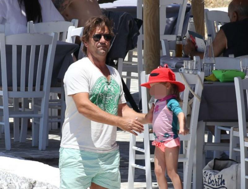 Ματέο Παντζόπουλος: Τρυφερές στιγμές με την μικρή Μαρίνα στο Όναρ - Φωτογραφία από την παραλία