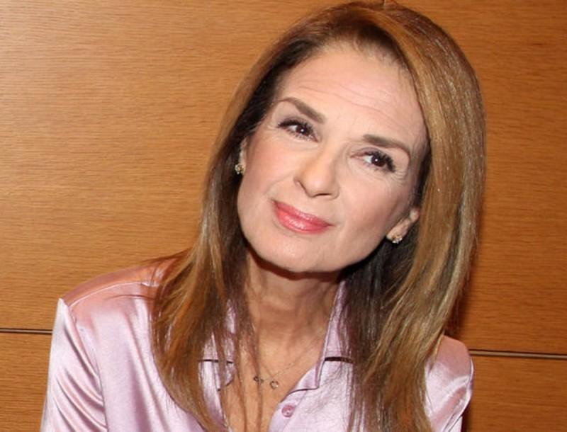 Πέγκυ Σταθακοπούλου: Έτσι είναι με μπικίνι και χωρίς ρετούς στα 59 της