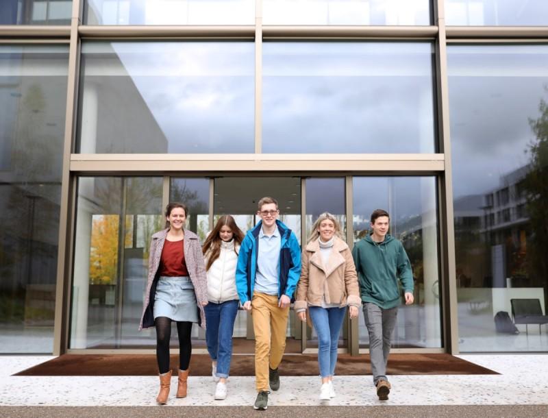 Πρόγραμμα επαγγελματικής εξειδίκευσης για νέους πτυχιούχους από τη Roche Hellas!