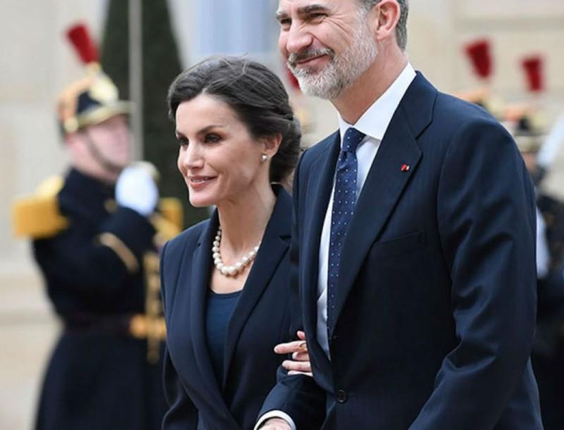 Η βασίλισσα της Ισπανίας εμφανίστηκε με Zara φόρεμα - Τώρα είναι σε προσφορά -20%