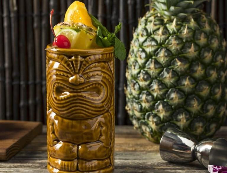 Φτιάξε στο σπίτι σου δροσιστικό Zombie Cocktail με σιρόπι κανέλας - Από την Αργυρώ Μπαρμπαρίγου