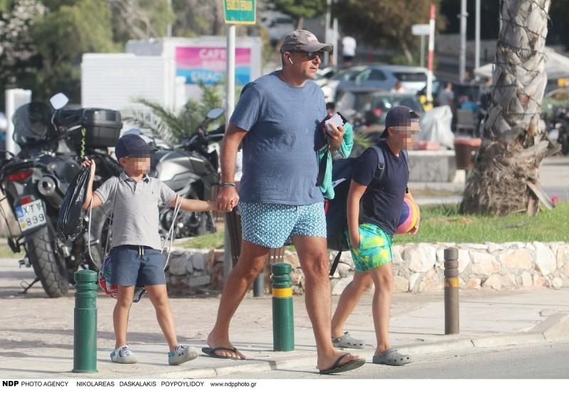 Γιώργος Λιάγκας παιδιά παραλία Βουλιαγμένη