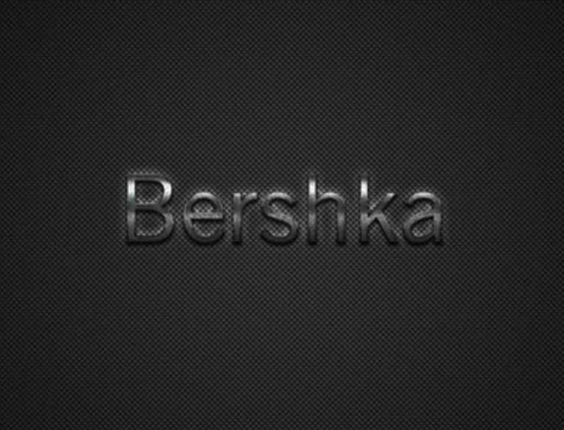 Σε δύο χρώματα η πιο must ψηλόμεση φούστα από τα Bershka