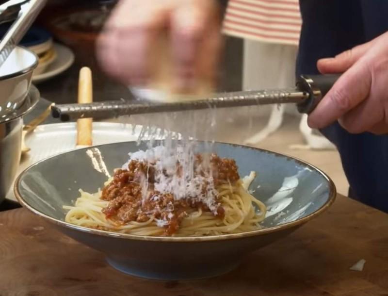 Μαμαδίστικα μακαρόνια με κιμά από την Αργυρώ Μπαρμπαρίγου - Πιρουνιά δεν θα μείνει στο πιάτο