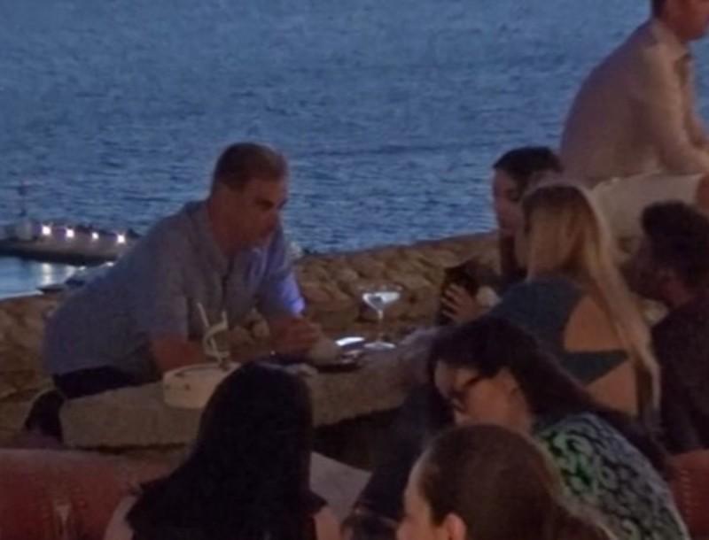 Άρης Σπηλιωτόπουλος: Στη Μύκονο με την 24χρονη σύντροφό του τράβηξαν όλα τα βλέμματα
